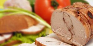 Пастрома из куриной грудки в винном соусе